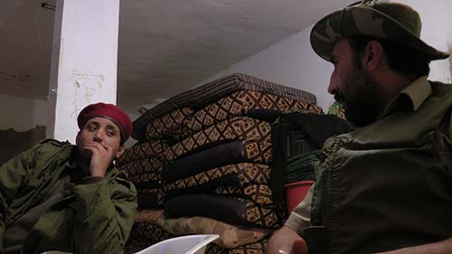 Matthew VanDyke talking with Nouri Fonas and Ali about the capture of Bin Jawad by Gaddafi's forces